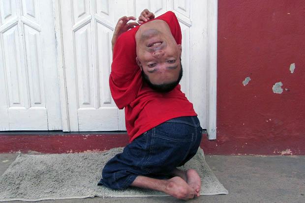 Claudio-Vieira-de-Oliveira-upside-down-man-397441